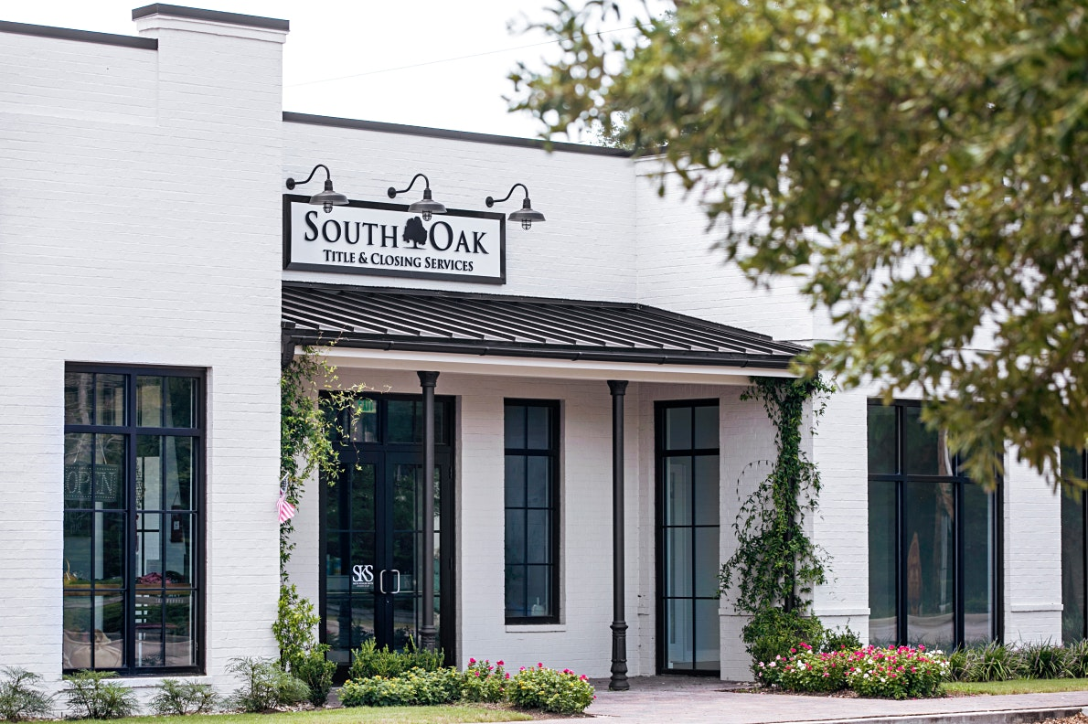 exterior of south oak title and closing in gulf shores alabama