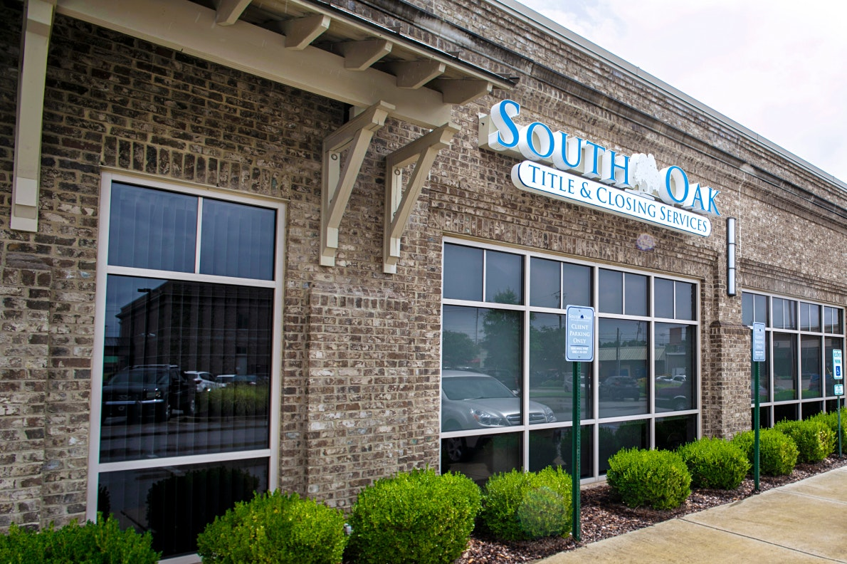 exterior of south oak title and closing in huntsville alabama